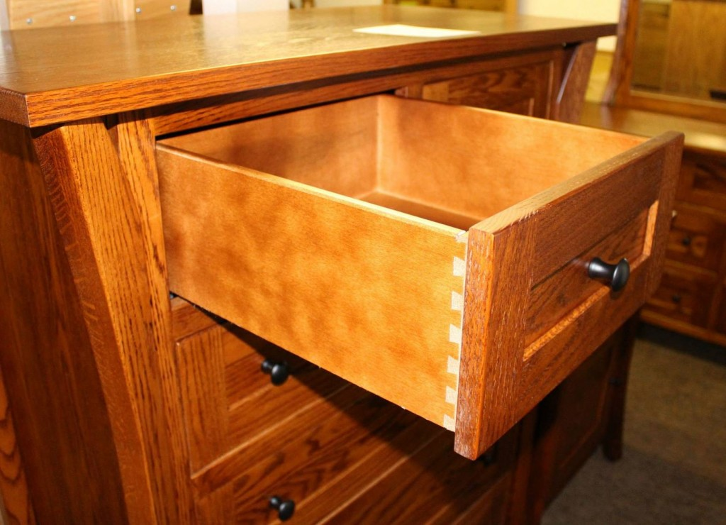 Features Full Extension Under-mount Soft Close Drawer Glides!