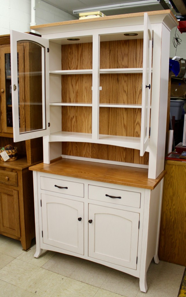 Vienna 2 Door Hutch With Two Tone Finish Amish Traditions Wv
