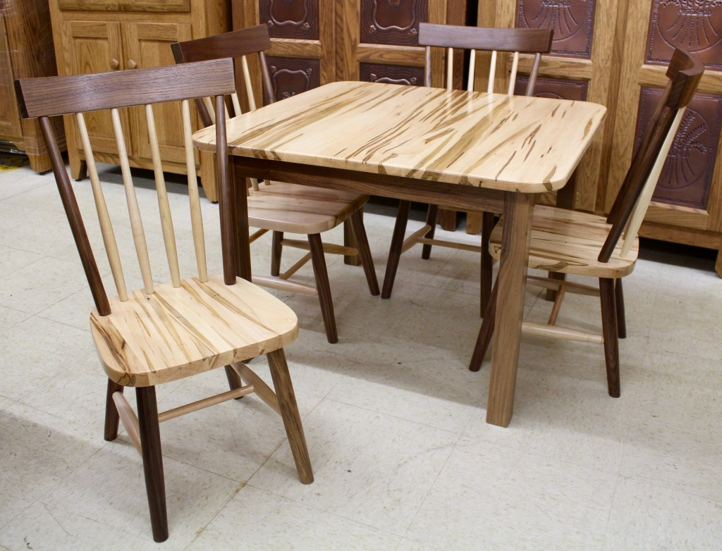 Comb Back Childu0027s Table With Four Chairs In Wormy Maple U0026 Walnut